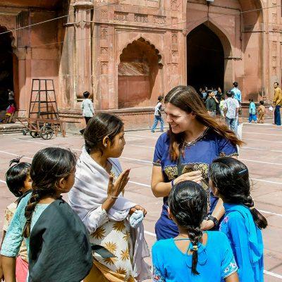 Diese Mädchen plauderten mit mir in der Jama Masjid Moschee in Delhi