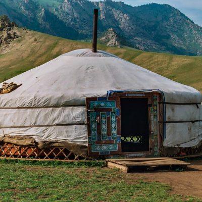 eine Jurte von einer Nomadenfamilie