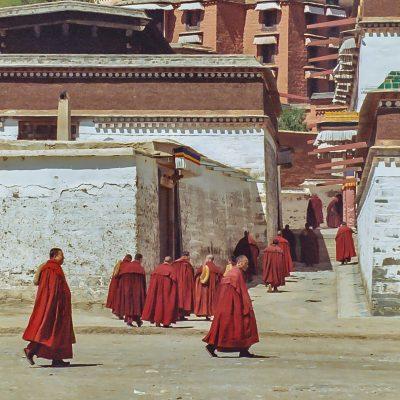 Es wird zur Puja gerufen in Labrang