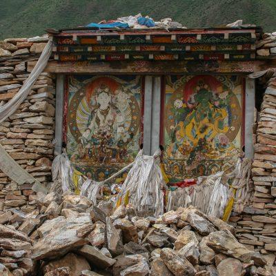 Die weisse und grüne Tara an der Manimauer von Jekhundo