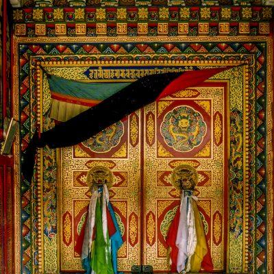 Der Eingang vom Kloster Gartse im Osttibet